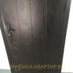 Приёмка квартиры в ЖК Колпино: повреждена входная дверь