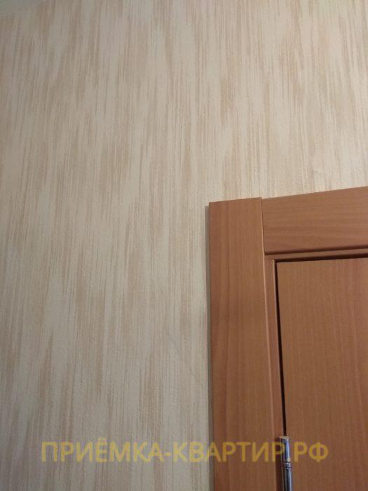 Приёмка квартиры в ЖК Колпино: отслоение штукатурки под обоями