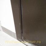 Приёмка квартиры в ЖК Медалист: поврежден дверной уплотнитель и покрытие двери