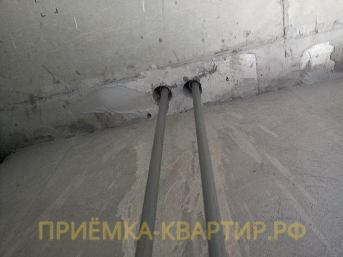 Приёмка квартиры в ЖК Капитан Немо: не зачеканены стаканы труб между перекрытиями