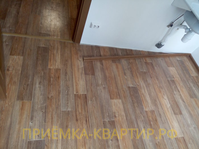 Приёмка квартиры в ЖК София: не закреплен плинтус