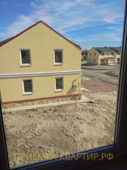 Приёмка квартиры в ЖК Есенин Village: царапины и окалины на стеклопакетах