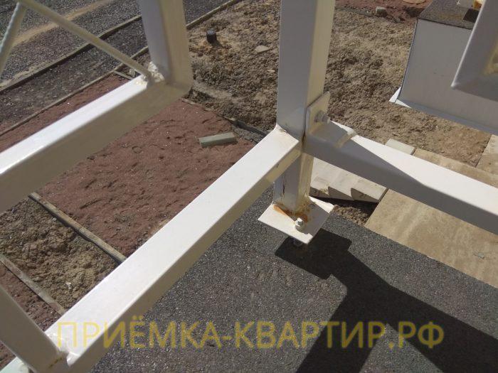 Приёмка квартиры в ЖК Есенин Village: ржавчина на лакокрасочном покрытии