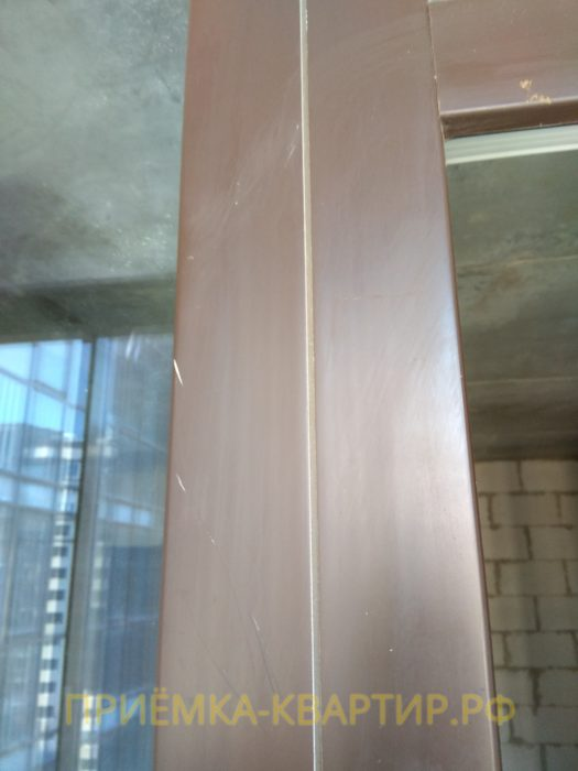 Приёмка квартиры в ЖК Московские ворота: царапины на профиле
