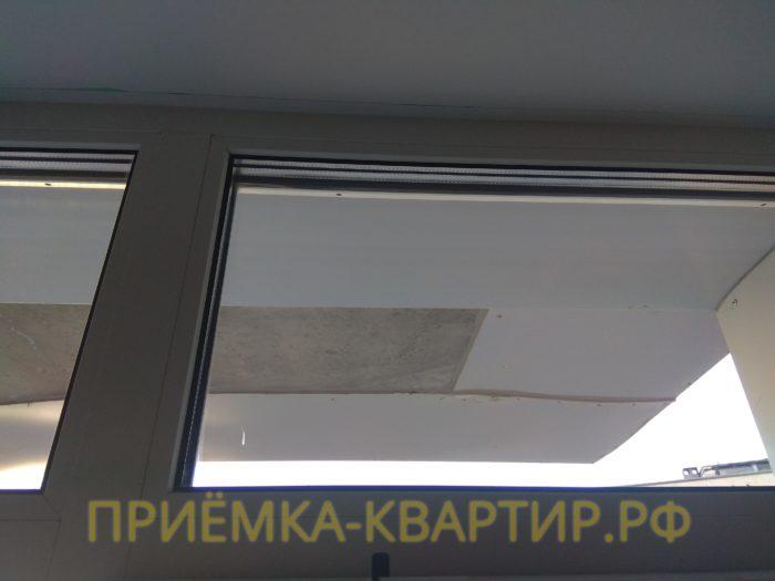 Приёмка квартиры в ЖК Лондон Парк: замята уплотнительная резинка на окнах, в связи с чем нарушена гермитизация окна