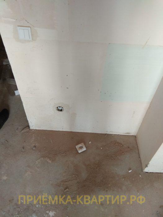 Приёмка квартиры в ЖК Муринский Посад: не закреплена лицевая часть розетки