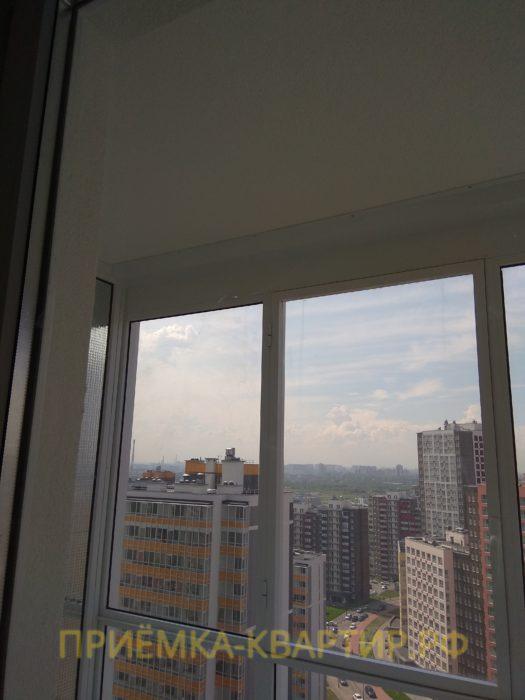 Приёмка квартиры в ЖК Лондон: царапины на стеклопакете (под замену два стеклопакета)