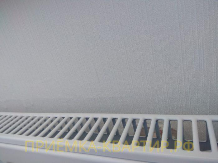 Приёмка квартиры в ЖК Светлановский: некачественно подготовлена стена перед поклейкой обоев
