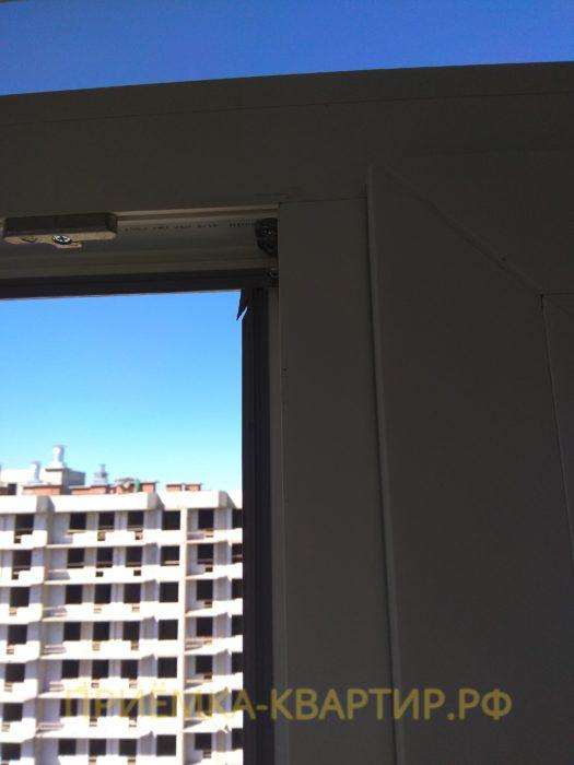 Приёмка квартиры в ЖК Светлановский: повреждена уплотнительная резинка на оконном блоке