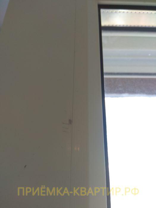 Приёмка квартиры в ЖК Ясно Янино: царапины на профиле