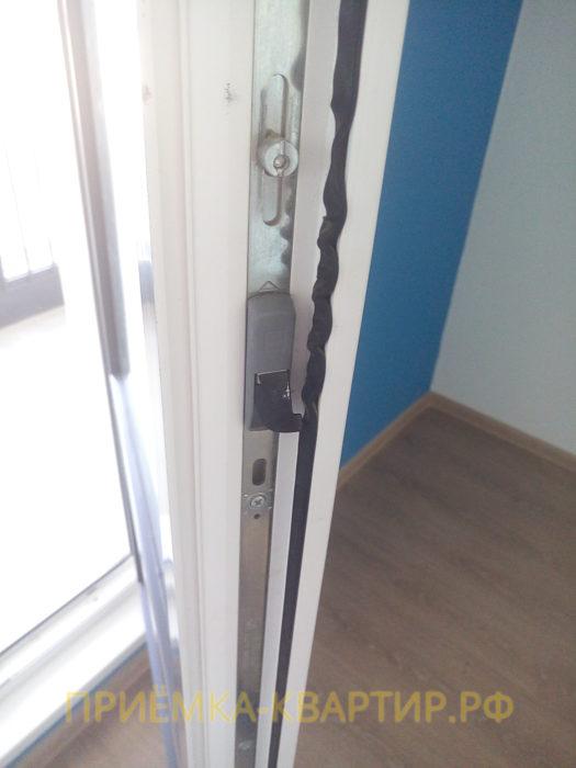 Приёмка квартиры в ЖК Я-Романтик: деформирована уплотнительная резинка на балконном блоке