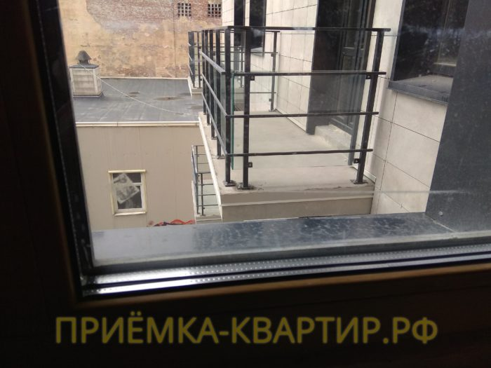 Приёмка квартиры в ЖК Атлант: поцарапан стеклопакет
