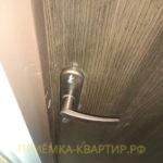 Приёмка квартиры в ЖК Новый Петергоф: не закреплена ручка замка входной двери