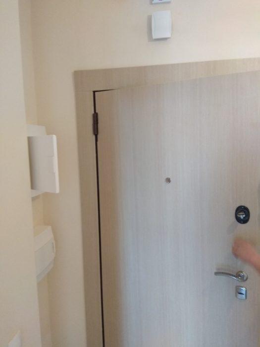 Приёмка квартиры в ЖК Лайф Приморский: необходима регулировка входной двери
