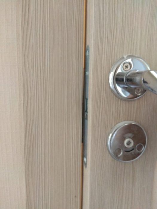 Приёмка квартиры в ЖК Новое Янино: не правильная установка межкомнатной двери (ванная, туалет)