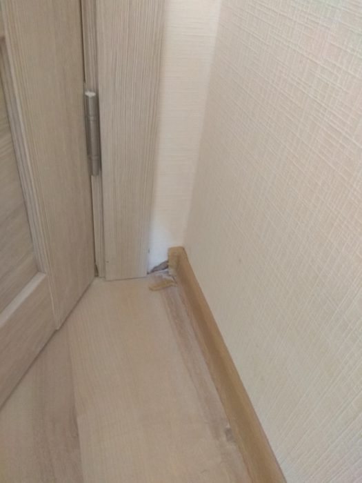 Приёмка квартиры в ЖК Новое Янино: не закреплен плинтус