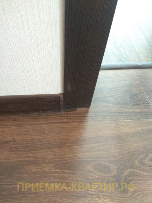 Приёмка квартиры в ЖК Гринландия 2: неправильная обрезка ламината под дверной коробкой