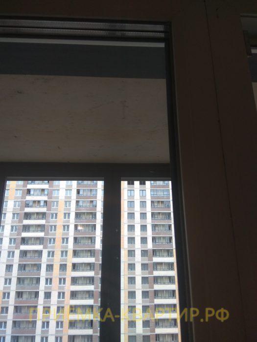 Приёмка квартиры в ЖК Весна 3: царапины на стеклопакете, необходима регулировка оконных створок