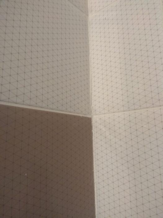 Приёмка квартиры в ЖК Весна 3: трещины между коробом и стеной (плохо закреплен короб ГКЛ)