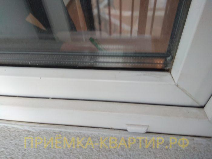 Приёмка квартиры в ЖК Шуваловский: царапины на оконном профиле