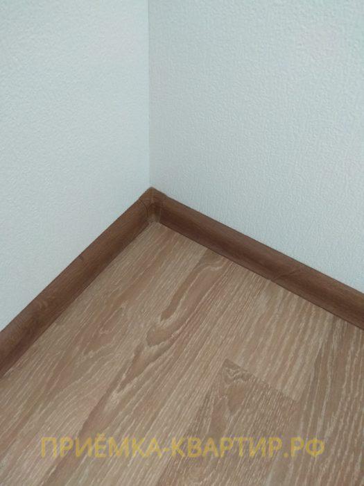 Приёмка квартиры в ЖК Шуваловский: прогибы под ламинатом