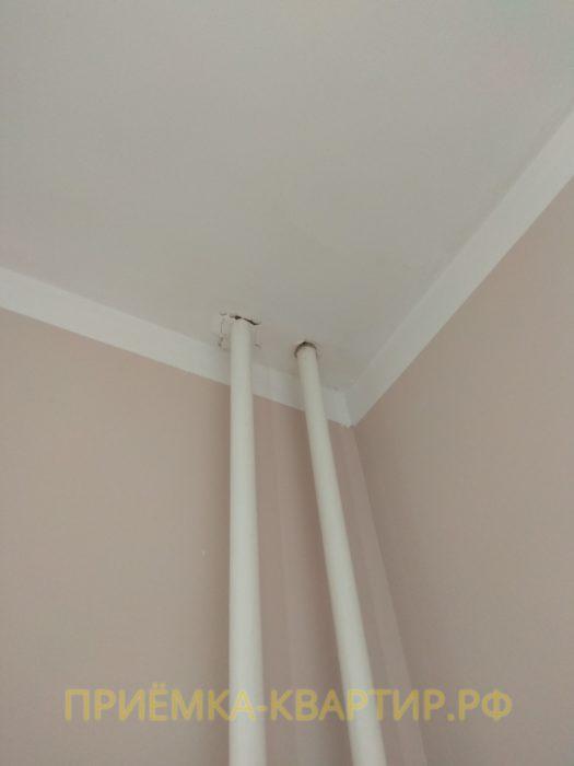 Приёмка квартиры в ЖК : трещины на потолке в районе труб отопления
