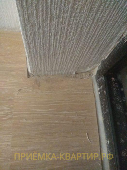 Приёмка квартиры в ЖК Муринский Посад: повреждены обои и коротко подрезан ламинат