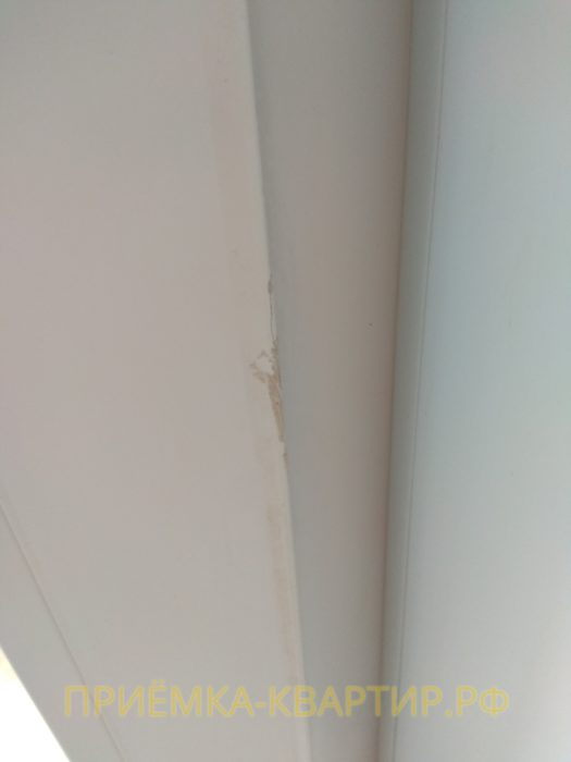 Приёмка квартиры в ЖК Муринский Посад: трещина на балконном профиле