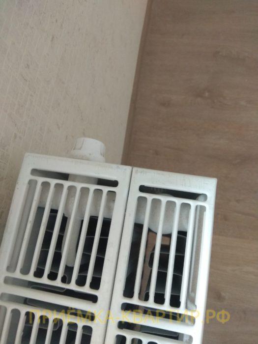Приёмка квартиры в ЖК Новый Оккервиль: царапины на решетке радиатора отопления