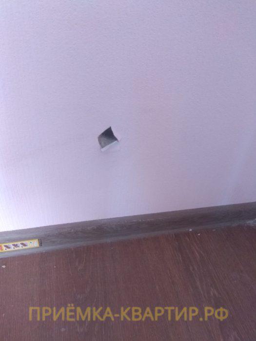 Приёмка квартиры в ЖК О Юность: не заделано отверстие в стене