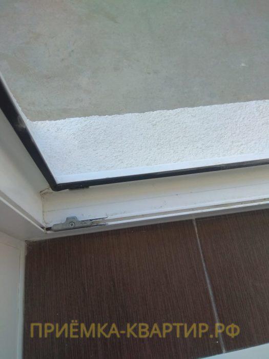 Приёмка квартиры в ЖК Семь Столиц: Балконная дверь подтирает нижний профиль
