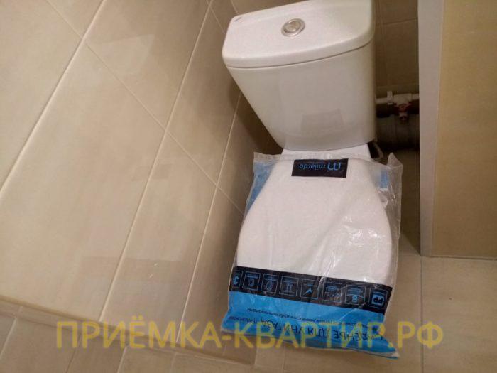 Приёмка квартиры в ЖК Невские Паруса: Унитаз установлен с расстоянием от стены не более 55мм.
