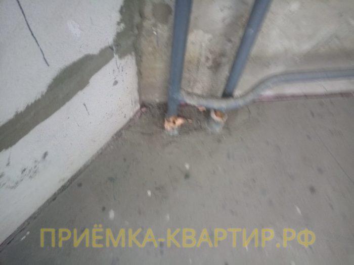 Приёмка квартиры в ЖК Елагин Апарт: Не зачеканены гильзы перекрытия