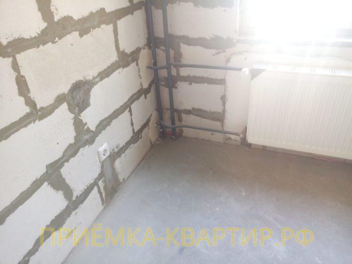 Приёмка квартиры в ЖК Елагин Апарт: Простукиваются пустоты в  стяжке пола