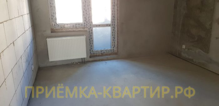 Приёмка квартиры в ЖК Царская Столица: Радиатор отопления установлен не в горизонтальной плоскости