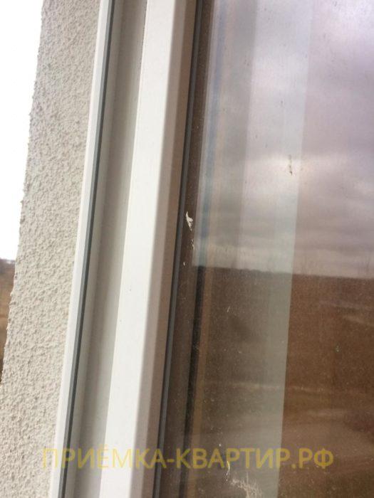 Приёмка квартиры в ЖК Ясно Янино: Остатки шпаклёвки на стеклопакете