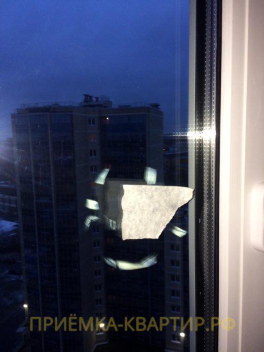 Приёмка квартиры в ЖК Малая Охта: Окалины от электросварочных работ на стеклопакете