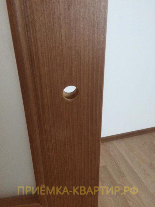 Приёмка квартиры в ЖК Паруса: На дверной коробке сквозное отверстие