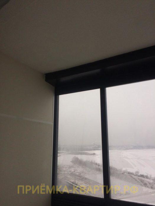Приёмка квартиры в ЖК Паруса: Остатки шпатлёвки и краски на стекле