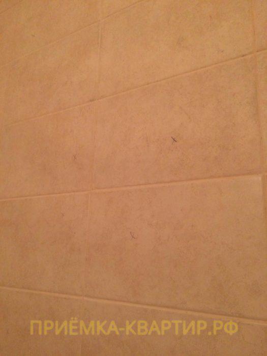 Приёмка квартиры в ЖК Паруса: Пустоты под плиткой в ванной комнате и в туалете