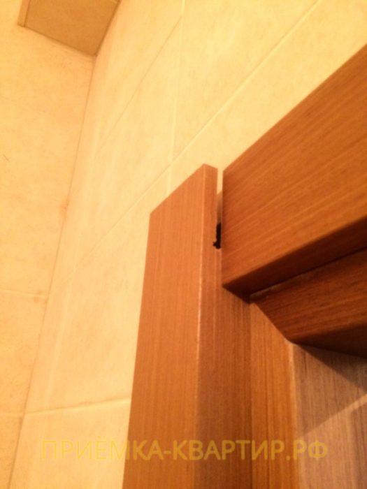 Приёмка квартиры в ЖК Паруса: Не закреплён дверной наличник в ванной комнате