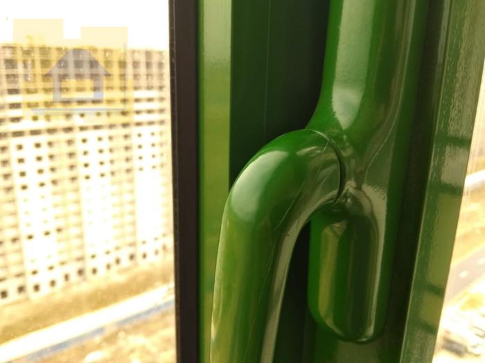 Приёмка квартиры в ЖК Гринландия: Царапины на ручке окна