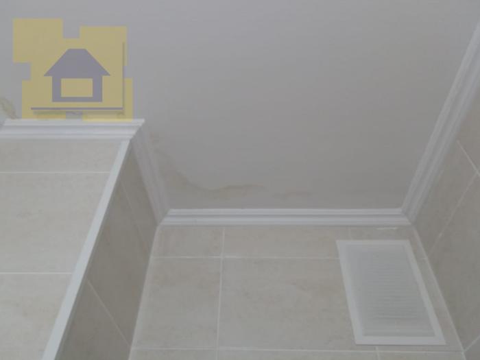 Приёмка квартиры в ЖК Гринландия: В с/у на потолке следы протечки
