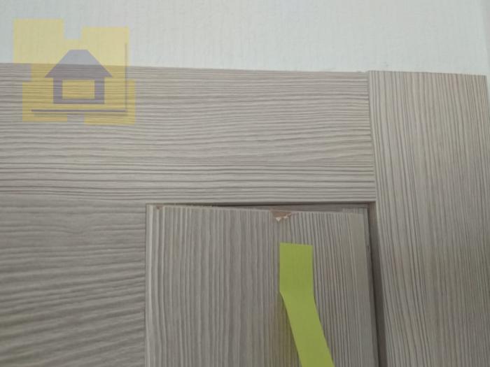 Приёмка квартиры в ЖК Чистое Небо: Повреждение ламинации двери