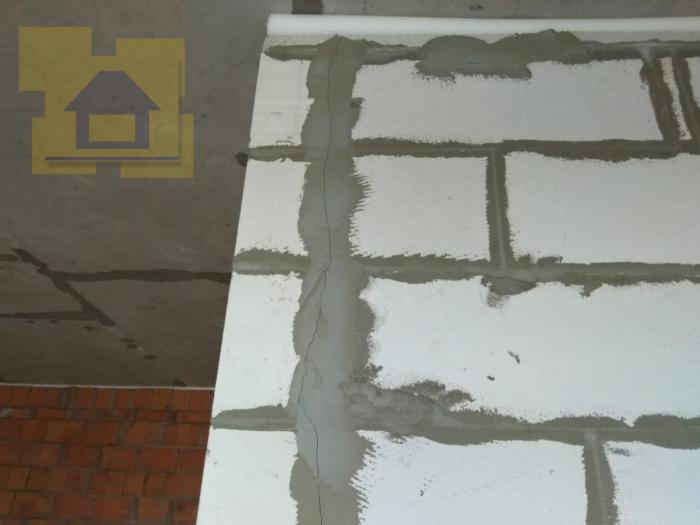 Приёмка квартиры в ЖК Лахта Парк: Усадочная трещина на перегородке