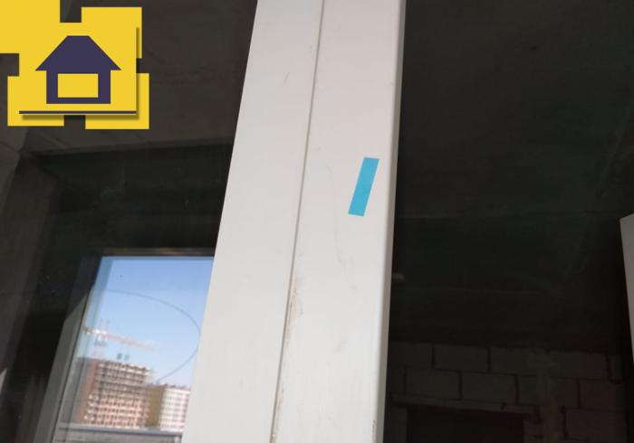 Приёмка квартиры в ЖК Галактика: Царапины по профилю окна