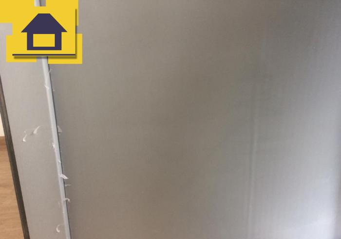 Приёмка квартиры в ЖК Энфилд: Сэндвич панель под замену, с профиля балконной двери удалить защитную пленку