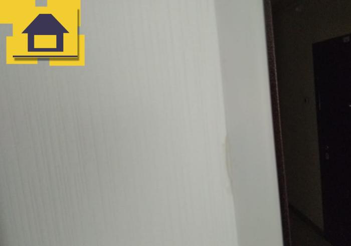 Приёмка квартиры в ЖК Краски Лета: Выступает клей из под декоративных уголков