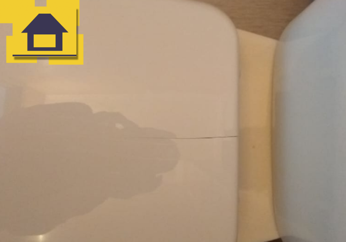 Приёмка квартиры в ЖК Краски Лета: Крышка унитаза сломана