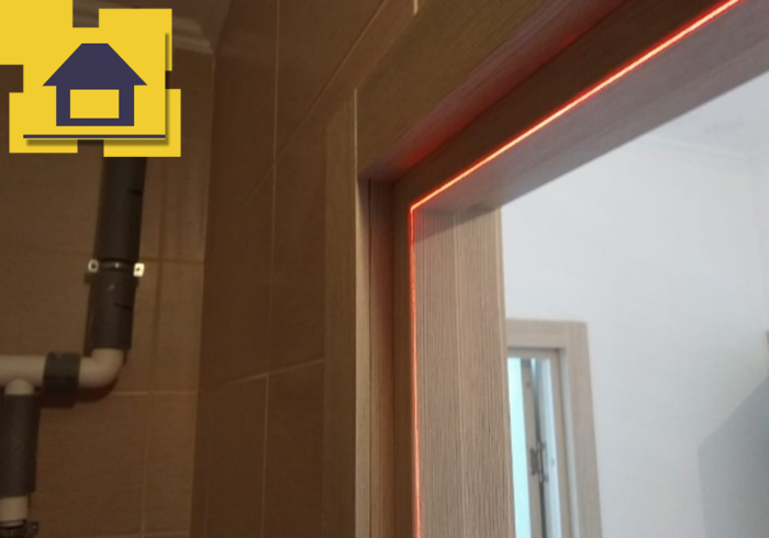 Приёмка квартиры в ЖК Краски Лета: Дверная коробка установлена с отклонением от плоскости стены на 15мм